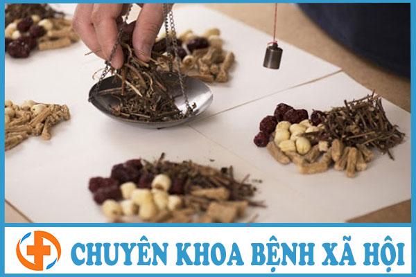 phuong phap dong y chua benh ly sui mao ga giai doan 1